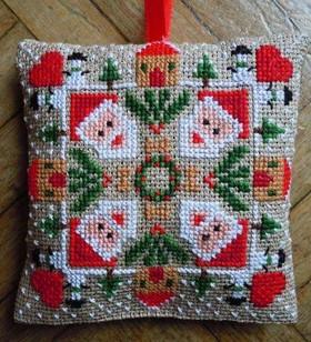 20120927-gazette94-biscornu-santa
